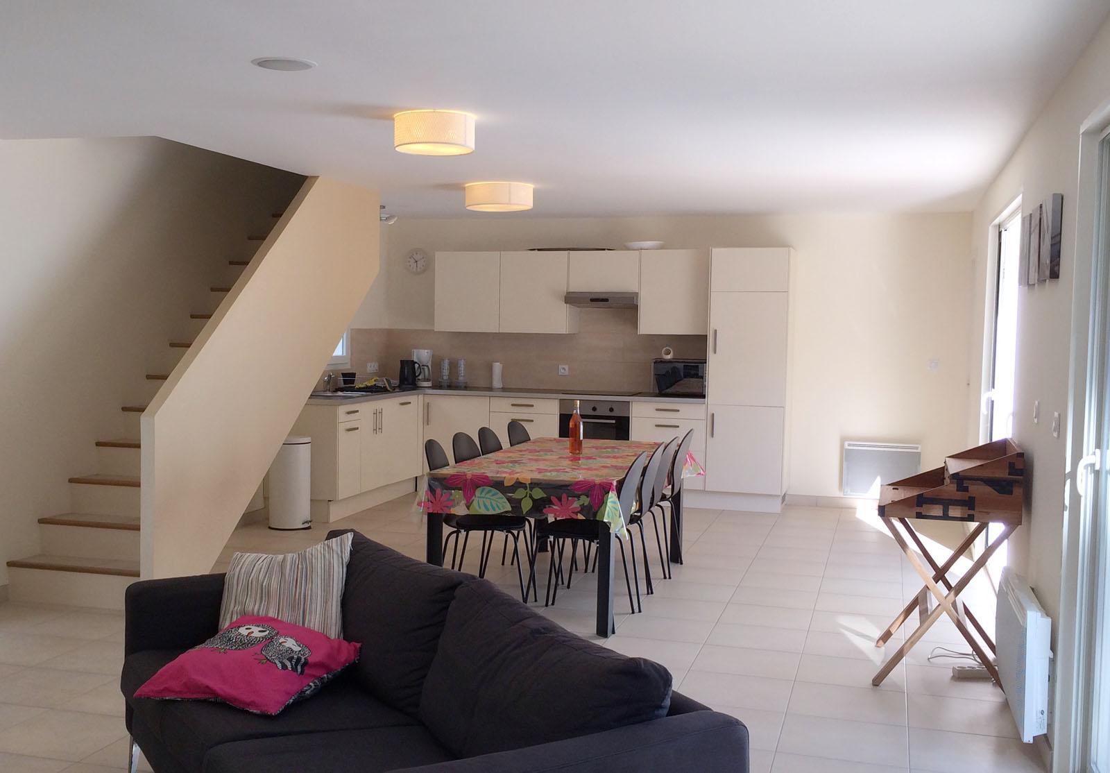 Ol ron villa holiday home rental on ile d 39 ol ron inside for Cuisine salle manger